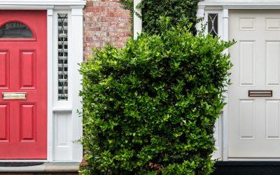 Installation d'une porte d'entrée par un professionnel : quels avantages ?