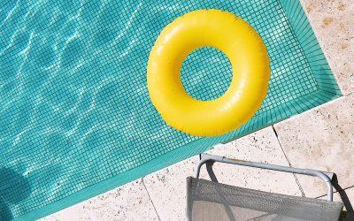 4 raisons d'installer une pergola au bord de sa piscine.